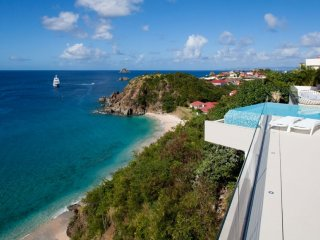 Villa Vitti  ^ Ocean Front | Located in  Wonderful Shell Beach with Private Pool