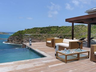 Villa Seascape  :: Ocean Front :: Located in  Wonderful Pointe Milou with Privat