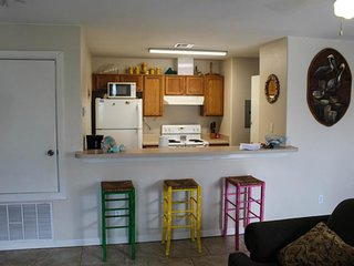 Dog-friendly condo with a shared pool and hot tub! Walk to beach, free WiFi!