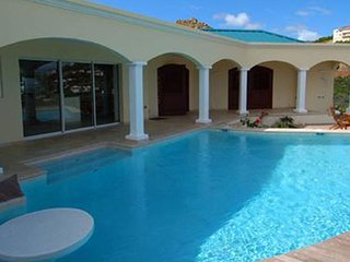 Villa Valhalla 3 Bedroom SPECIAL OFFER (Take A Five Minute Walk To Dawn Beach, R