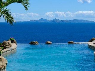 Villa Rosa 3 Bedroom SPECIAL OFFER (Large Sliding Glass Doors Open Onto Outdoor