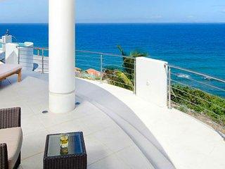 Villa Sky Blue 3 Bedroom SPECIAL OFFER (Large Sliding Glass Doors Open Onto The