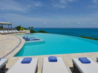 Villa Mes Amis 13 Bedroom (This Magnificent Residence Encompasses Two Villas Bui