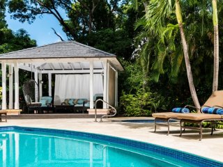 Villa Sandalwood House - Near Ocean * Located in  Beautiful Sandy Lane with Priv