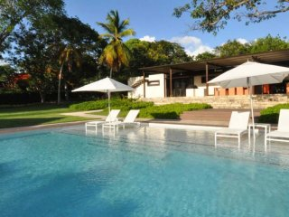 Villa Happy Trees  * Near Ocean :: Located in  Exquisite Sandy Lane with Private