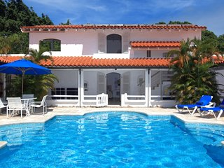 Villa Buttsbury House  (Stunning Views Of The Caribbean Sea Ideally Located On O