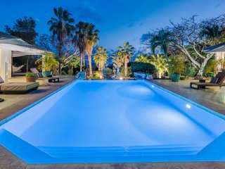 Villa La Pinta 3 Bedroom (The Large Turquoise Pool, Accented With A Visually