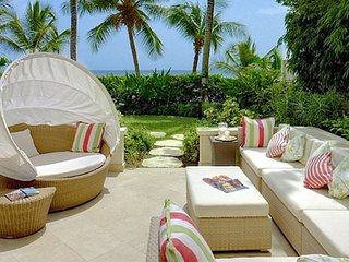 Smugglers Cove 1  # Beach Front :: Located in  Stunning Saint James with Private