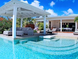 Villa Kiwi 3 Bedroom  GREAT REVIEWS Fully Serviced Book Now and Save