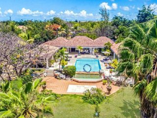 Villa La Pinta 4 Bedroom (Down The Long Driveway Lined With Coral Stone Walls An