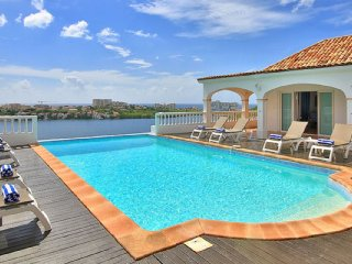 Villa Escapade 4 Bedroom GREAT REVIEWS Fully Serviced Book Now and Save