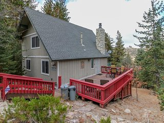 Mountain escape with family-friendly atmosphere, game room, & picturesque views