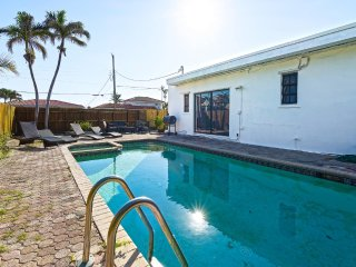 Tropical 1950s Pool Home 5mins to SoBe, Sleeps 16! Valentines Day in Miami!