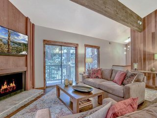 Recently-updated condo with private balcony - close to lake, town, and skiing