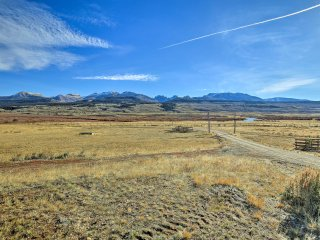 NEW! Cozy Cora Studio w/ Stunning Mountain Views!