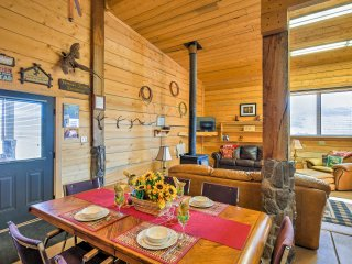 Rustic Cora Studio Cabin by Wind River Mtns!
