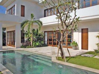 Sunset Villa Pool-view Suite