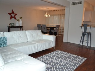 Spacious 2BR/2.5 BA condo close to lake & golf