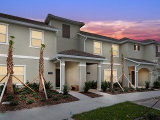 Four Bedrooms w/ Screened Pool Townhome 4855
