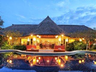 6 Bedroom Bali Akasa Villa Family Holiday in Seminyak with Large Pool & Garden