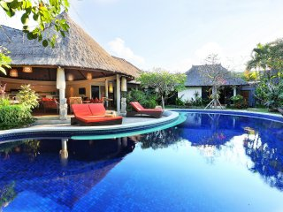4 Bedroom Bali Akasa Villa - Perfect Villa in Seminyak with Large Pool & Garden