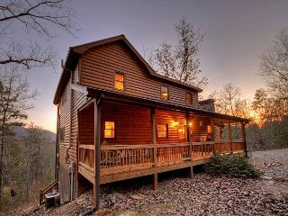 Real Mountain Living!! 3 bedroom, 3 bath, sleeps , Mountain View! 75' TV!