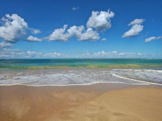 BEACHFRONT VILLAS! STAFFED, SWIMMING POOL, RUNAWAY BAY Baywatch-Siesta