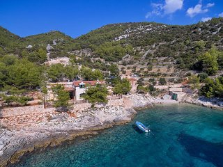 Two bedroom house Cove Golubinka (Hvar) (K-14344)