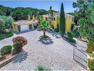 Quinta do Lago Villa Sleeps 8 with Pool Air Con and WiFi - 5490116