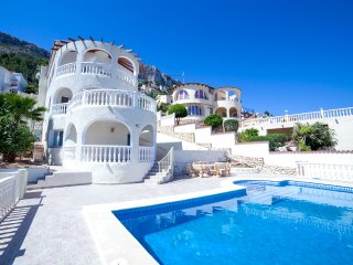 5 bedroom Villa with Pool - 5803132