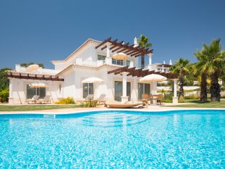 2 bedroom Villa with Pool, Air Con and WiFi - 5489698