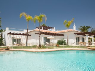 3 bedroom Villa in Alporchinhos, Faro, Portugal : ref 5489696