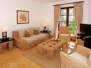 Roja- Pe Villa Sleeps 7 with Air Con - 5489043