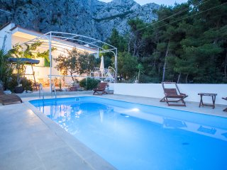 Enjoy your vacation in this charming holiday home, away from the crowds,2+2 pers