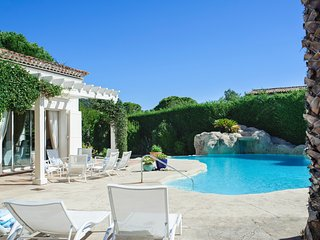 Mougins Villa Sleeps 12 with Pool and Air Con - 5486818
