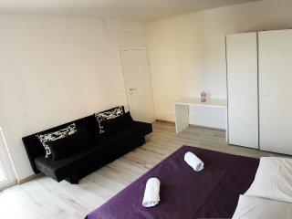 Three bedroom apartment Primošten (A-14238-d)