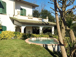 5 bedroom Villa in Capezzano Pianore, Tuscany, Italy : ref 5486622