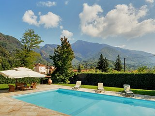 Camaiore Holiday Home Sleeps 8 with Pool and WiFi - 5485322
