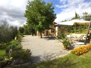 4 bedroom Villa in Chiusi, Tuscany, Italy : ref 5484274