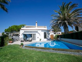 Vale do Lobo Villa Sleeps 8 with Pool Air Con and WiFi - 5480260