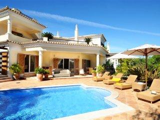 4 bedroom Villa in Vale do Garrao, Faro, Portugal : ref 5480156