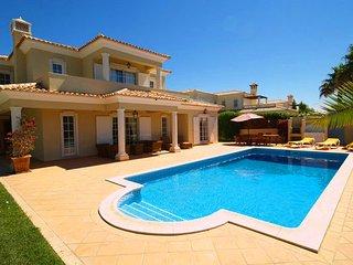 4 bedroom Villa in Vale do Garrao, Faro, Portugal : ref 5480000