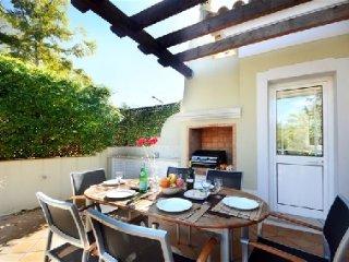 Vale do Lobo Villa Sleeps 6 with Pool Air Con and WiFi - 5479961