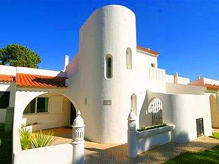 Vale do Lobo Villa Sleeps 6 with Pool Air Con and WiFi - 5479938