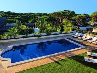 4 bedroom Villa in Vale do Lobo, Faro, Portugal : ref 5479904
