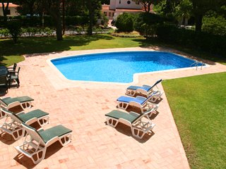 Vale do Lobo Villa Sleeps 8 with Pool Air Con and WiFi - 5479901