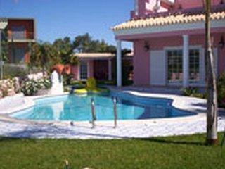 4 bedroom Villa in Armação de Pêra, Faro, Portugal : ref 5476244
