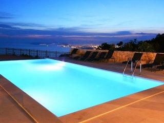 Luxury Villa Life 2 Enjoy with Swimming Pool
