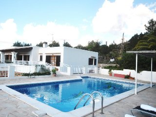 Sant Carles de Peralta Villa Sleeps 6 with Pool Air Con and WiFi