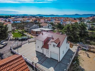 Four bedroom house Vodice (K-12654)